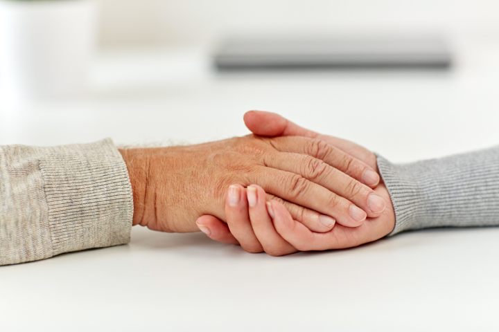 retired-couple-holding-hands